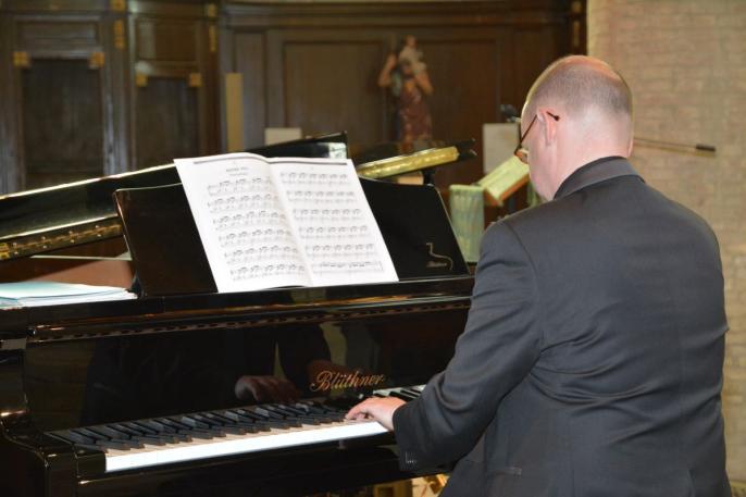 Eric Hénon au piano