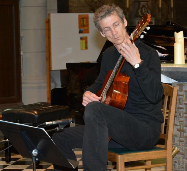 Le guitariste Xavier Illes