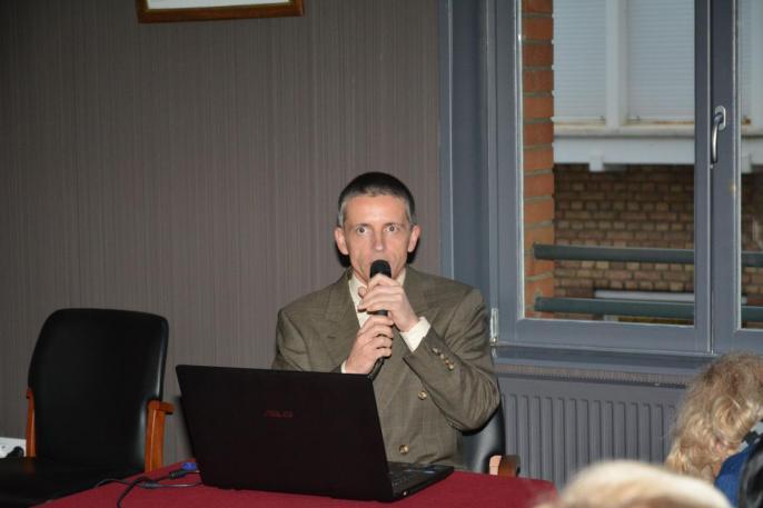 Le conférencier Gregory Vroman