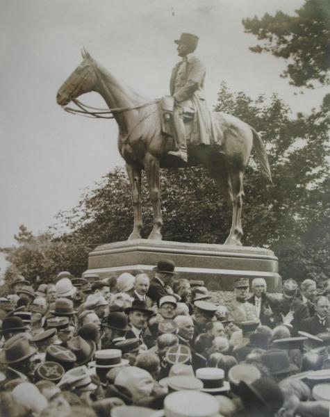 Inauguration statue foch